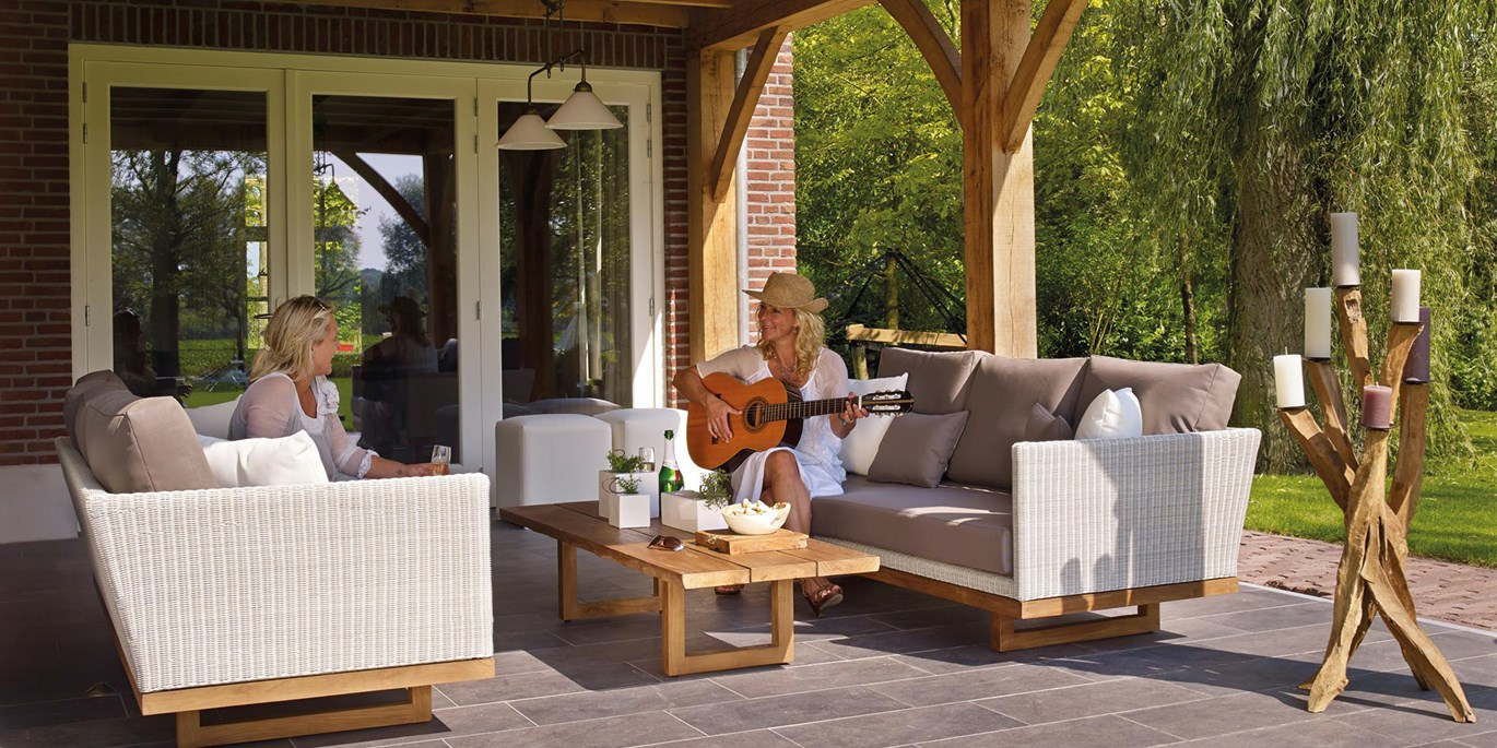 How to create an outdoor entertainment space