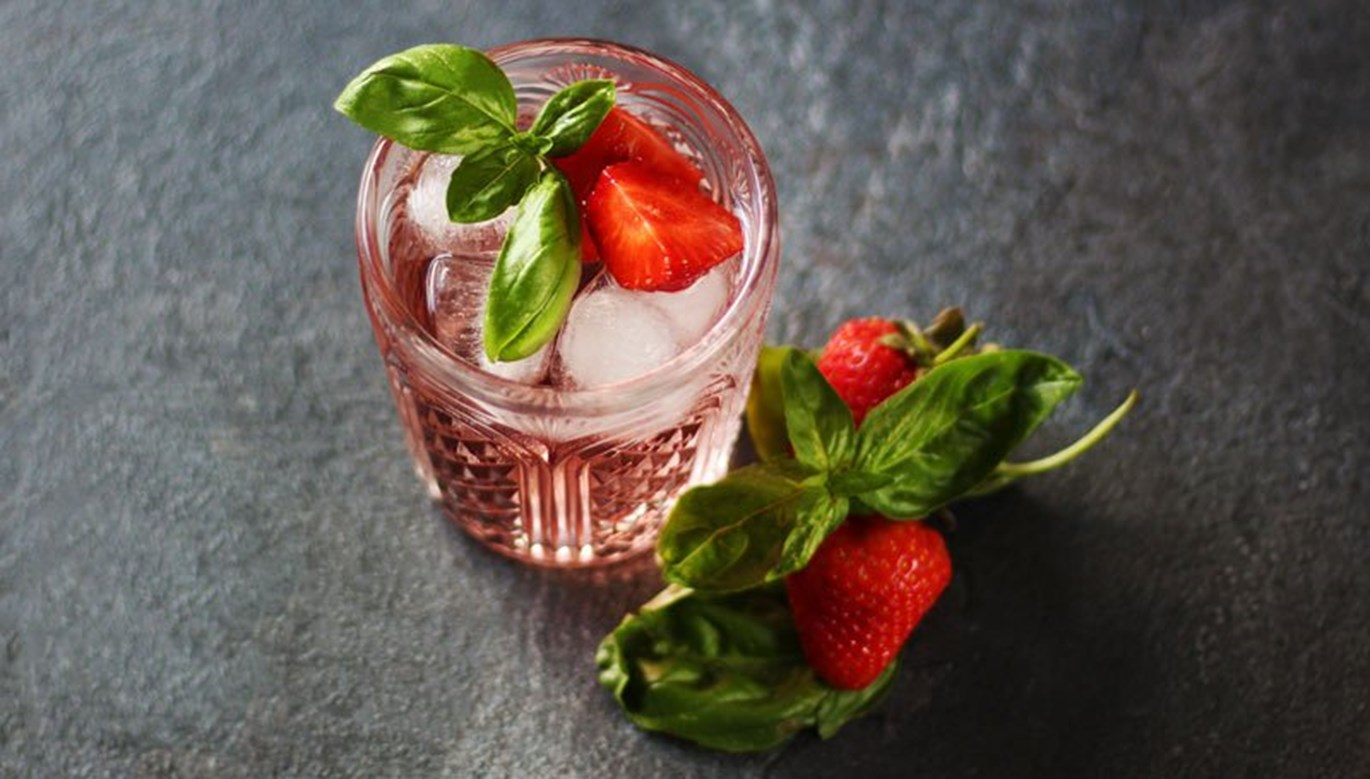 Strawberry Basil Gin Fizz Recipe
